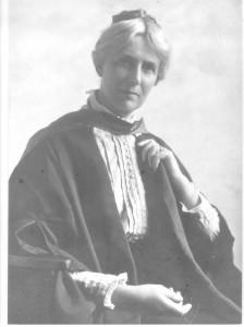 Millicent_Mackenzie_1915